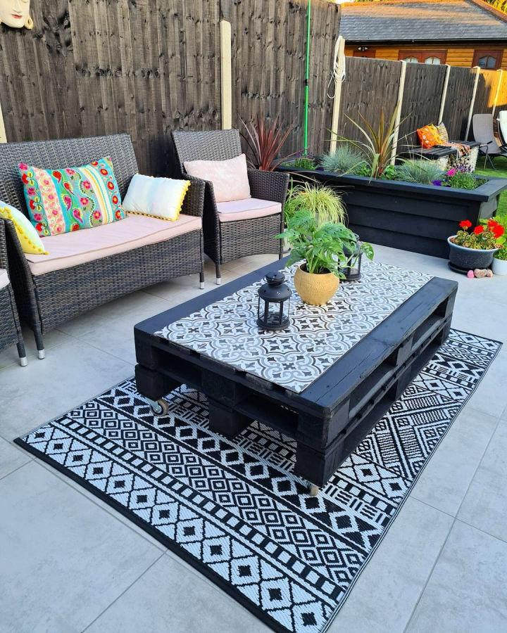 2 Pallets And Leftover Tiles Coffee Table