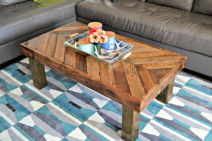 DIY Coffee Table Out of Pallet