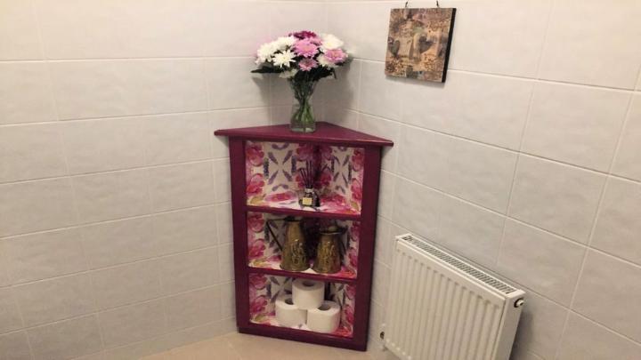 How to Make a Pallet Corner Shelf