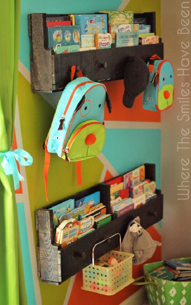 Install Pallet Bookshelves With Knobs