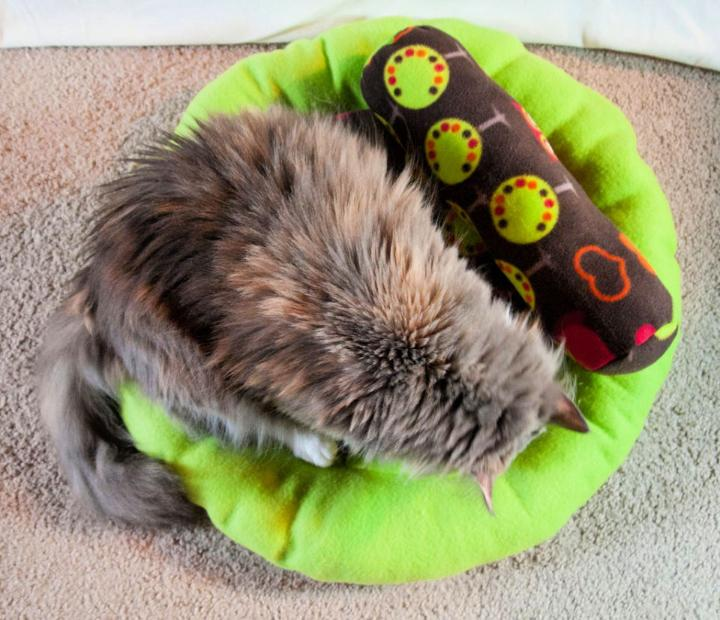 Sew a Round Cat Bed Bolster Pillow