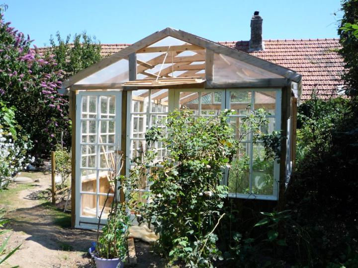 DIY Pallet Greenhouse