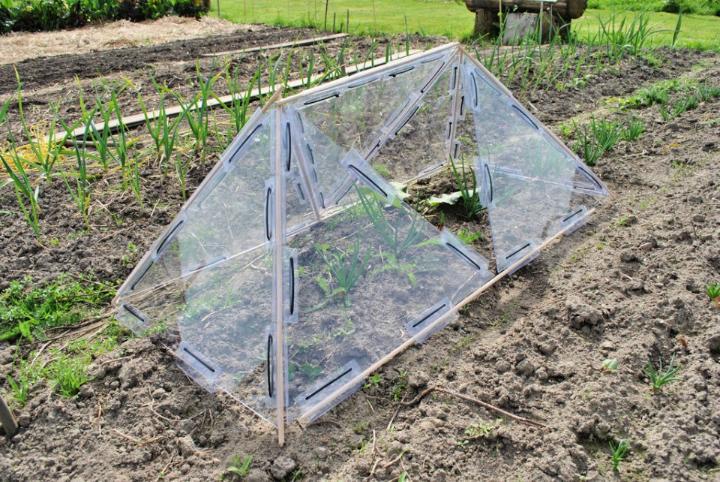 Small and Portable Modular Greenhouse