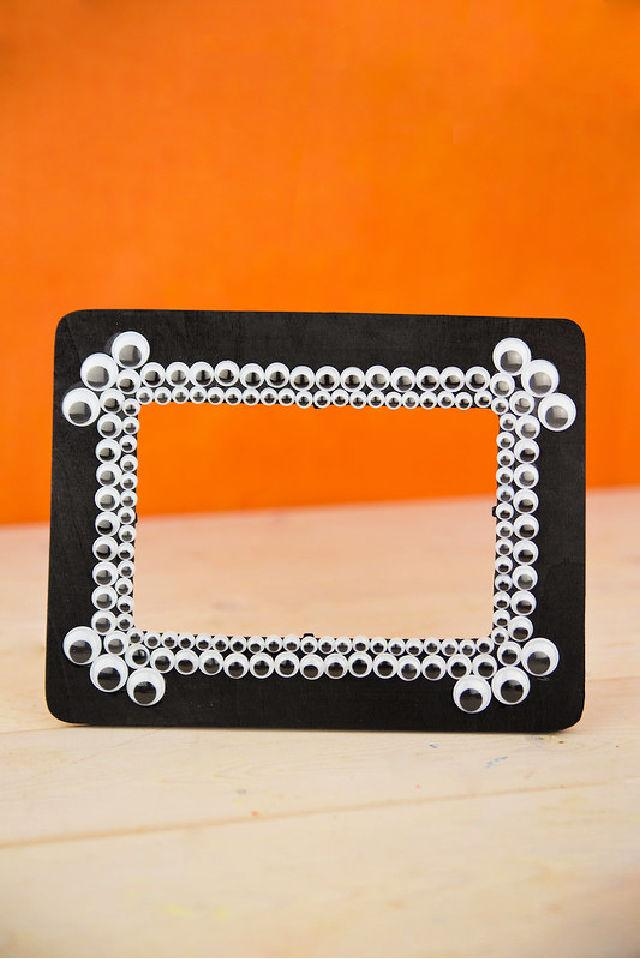 Spooky Googly Eyes Picture Frame