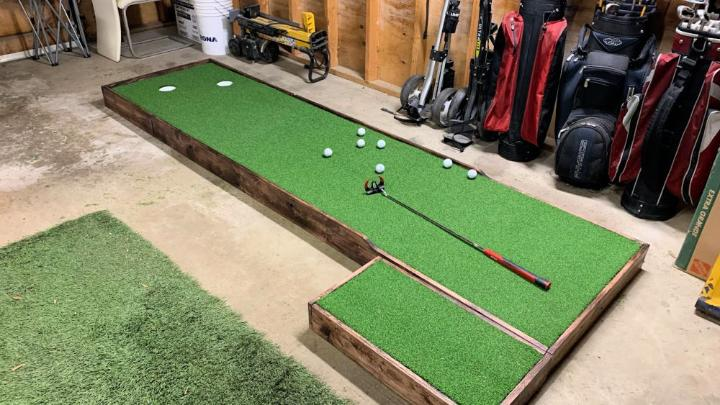 Indoor Putting Green with Adjustable Slopes