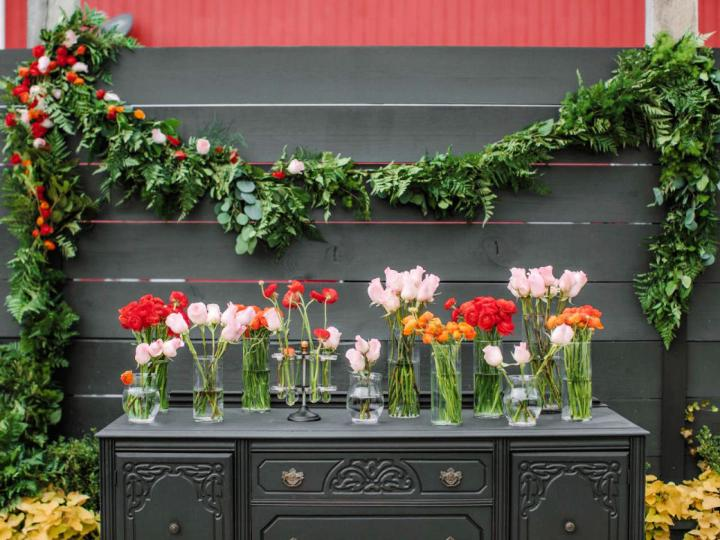 Make A Wedding Garland With Flowers