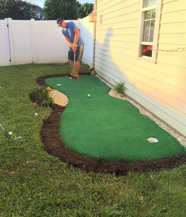 Outdoor Backyard Putting Green