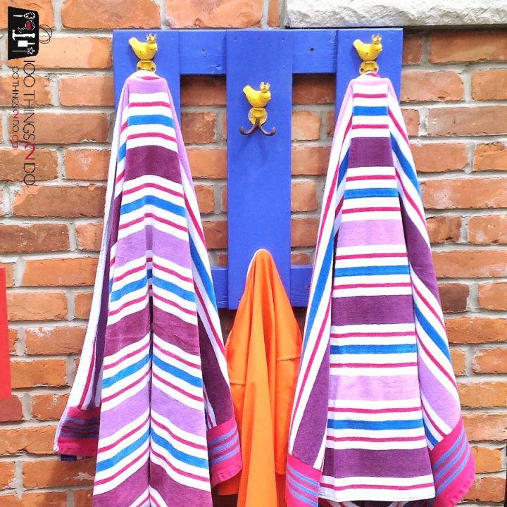 Outdoor Towel Rack Using Pallet