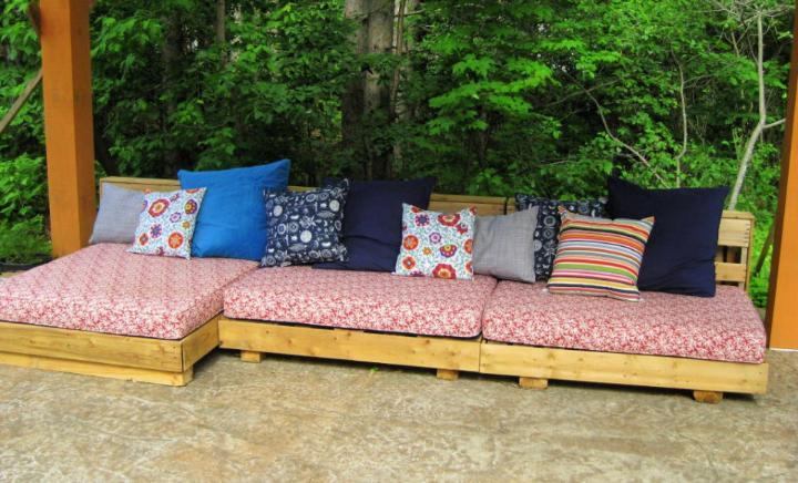 Bohemian Pallet Patio Couch 1