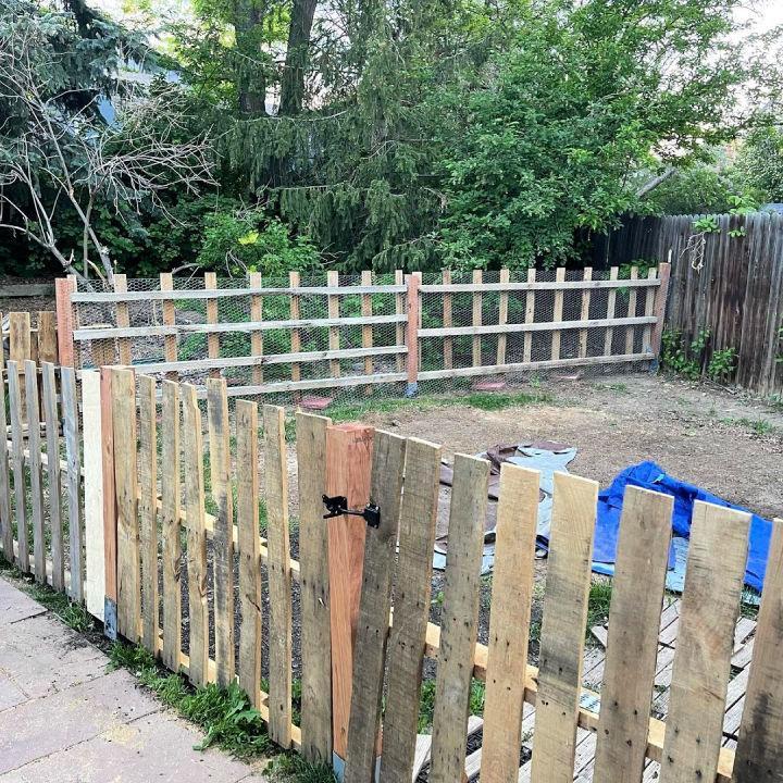 Building A Pallet Fence