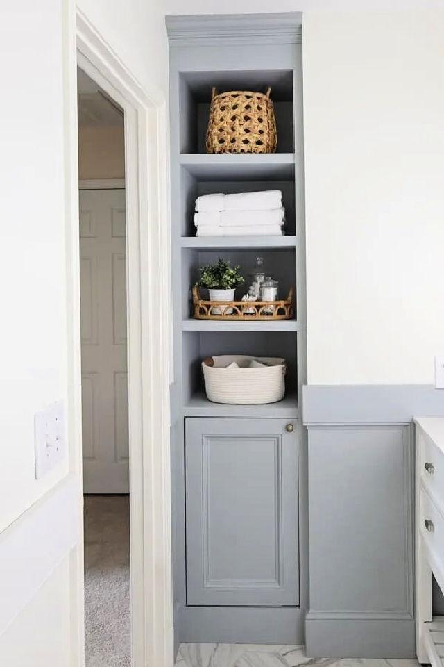 Built in Bathroom Shelves and Cabinet