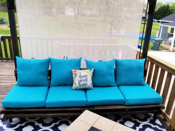 Couch With Pallets
