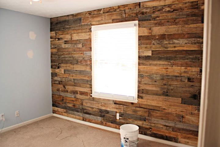DIY Pallet Accent Wall
