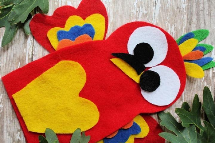 Felt Parrot Puppet Craft