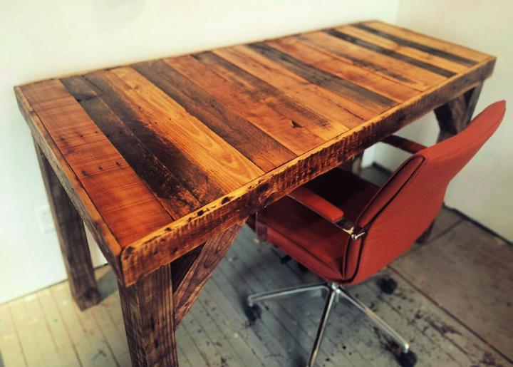How To Make A Pallet Desk