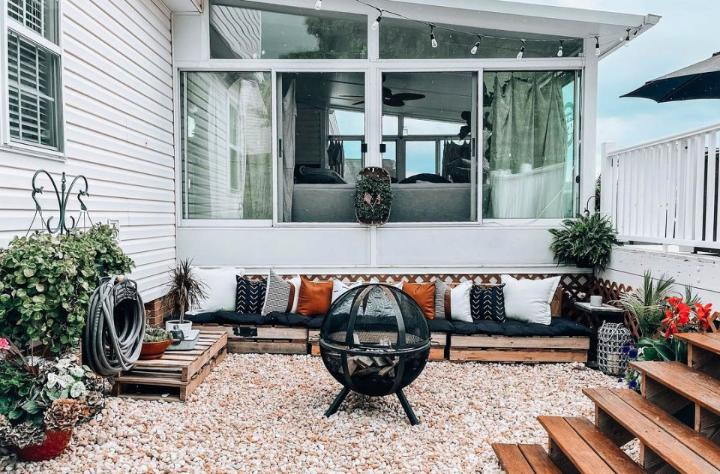 Oasis Outdoor Pallet Couch