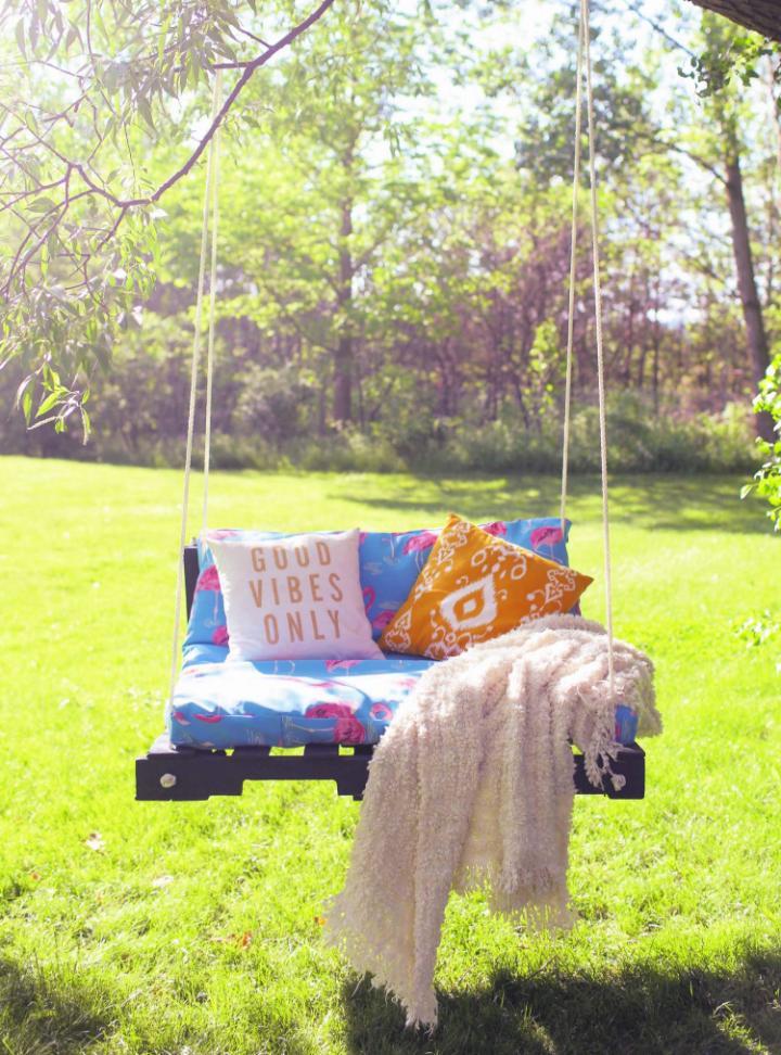 Outdoor Pallet Swing