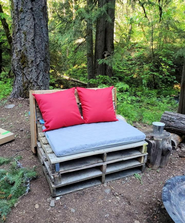 Pallet Couch For Backyard
