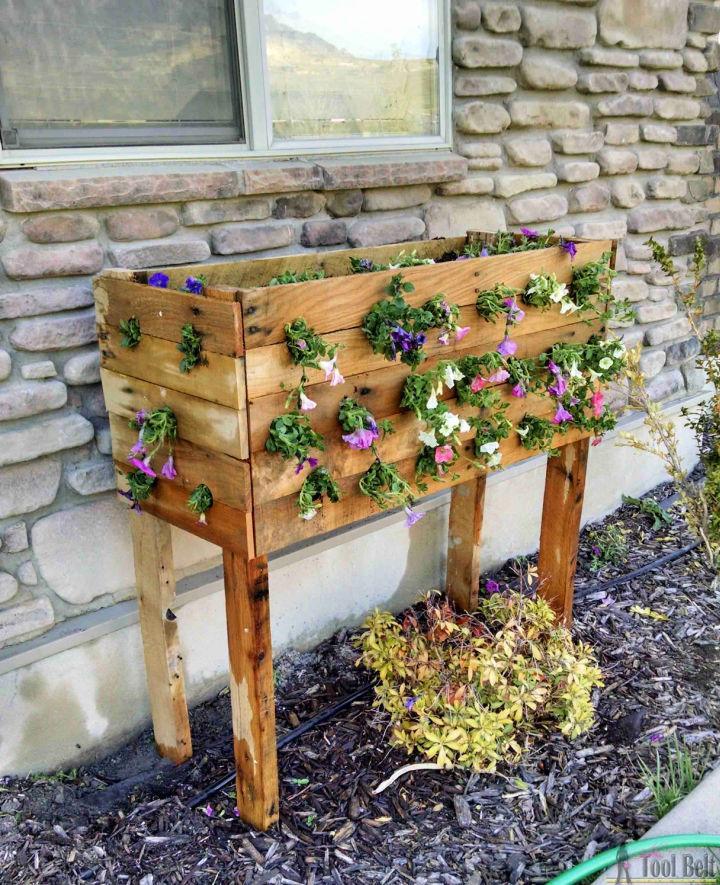 Pallet Planter Box For Cascading Flowers 1