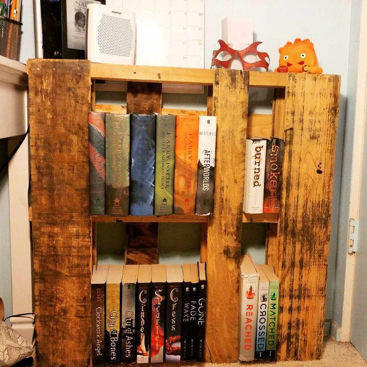 Pallet Wood Bookcase 1