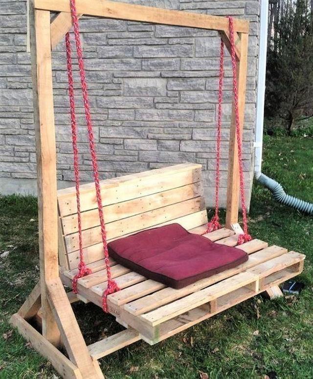 Rustic Pallet Wood Swing