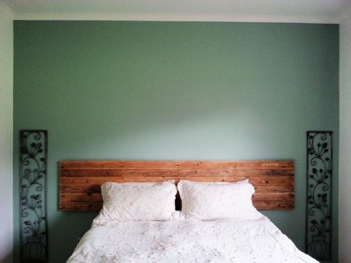 Simple Pallet Headboard