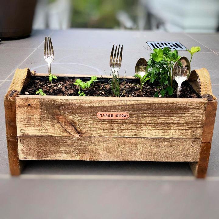 Small Pallet Flower Box