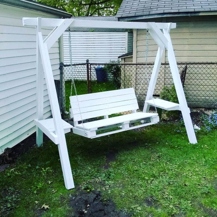 Summer Pallet Swing Bed