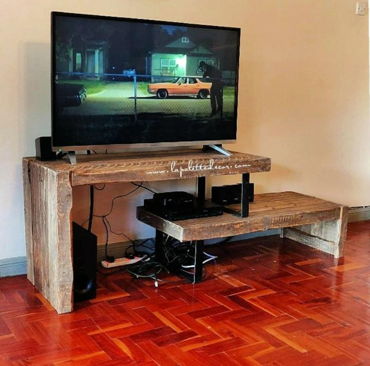 TV Stand Out Of Pallets