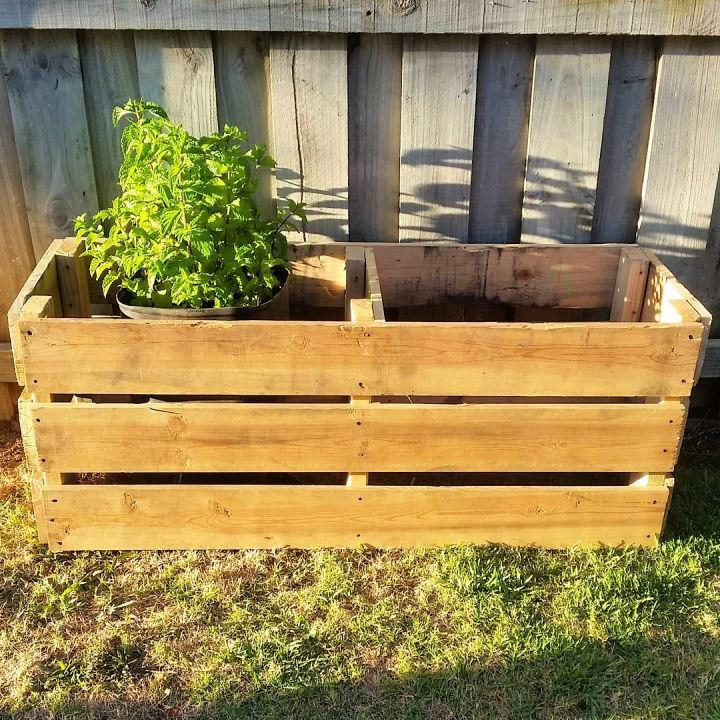 Upcycle Old Pallets Into Planter Box